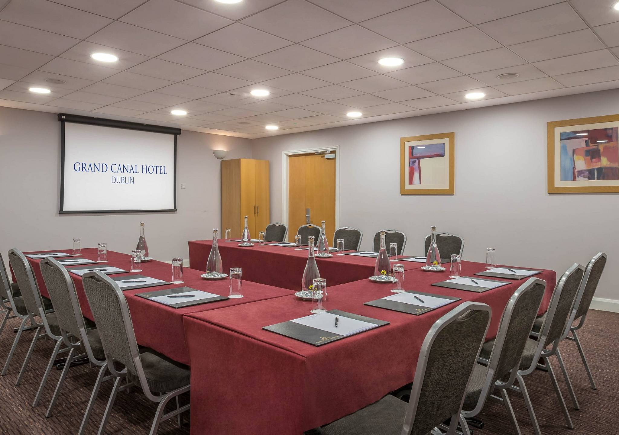 Meeting rooms dublin city centre grand canal hotel for Best private dining rooms dublin